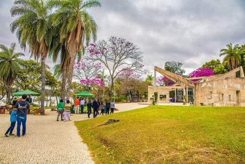Praça e residência Dalva Simão